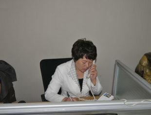 法务部部长徐西华来到商会秘书处为会员提供法律咨询